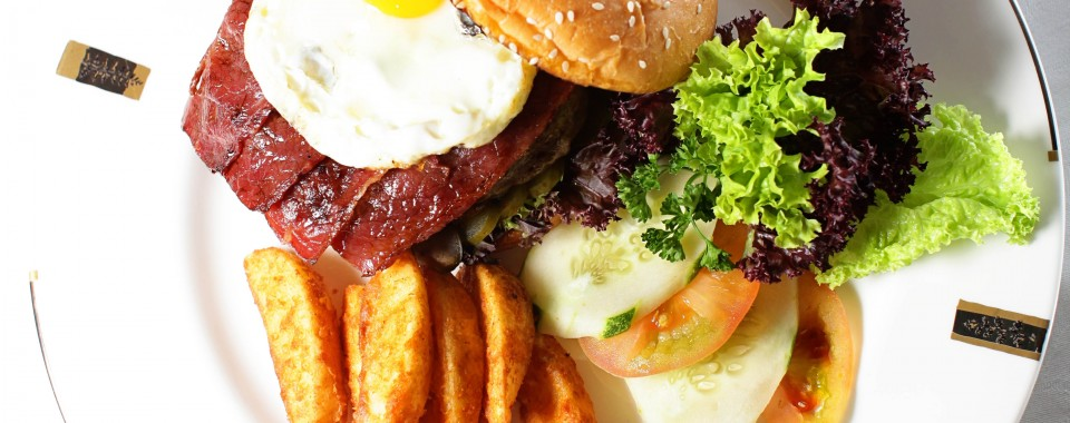 IMPIANA KLCC SIGNATURE BURGER AT TONKA BEAN